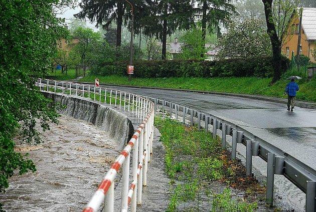 Záplavy postihly i Lichnov. Tamní hasiči o nich informovali také formou fotogalerie na svém webu.
