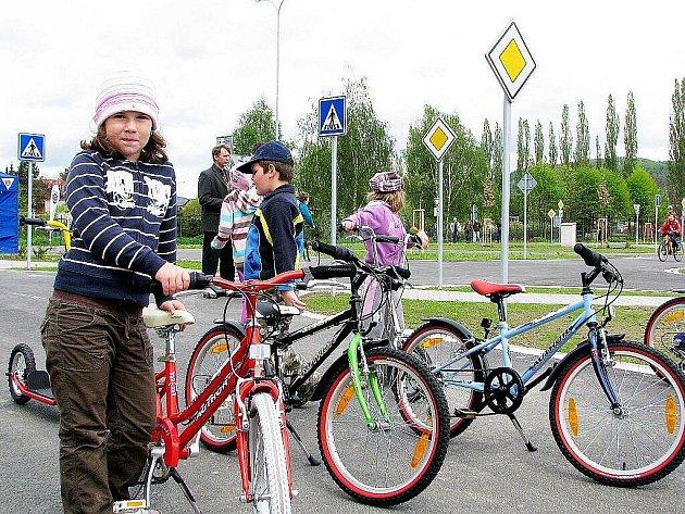 Nové dopravní hřiště otevřeli v pátek 7. května v Odrách.