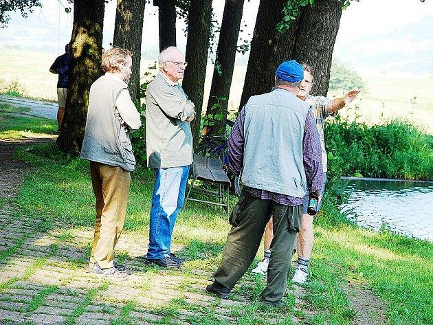 Neštěstí potkalo frenštátské rybáře, kterým močůvka zahubila v Tichavském rybníku téměř všechny ryby. Škody se vyšplhají do milionů, obnova jindy malebného areálu potrvá roky.