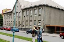 Tato budova je nejstarším fungujícím školním objektem v Kopřivnici.