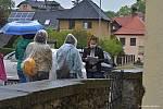 Účastníky komentované prohlídky Barokní Příbor déšť neodradil.