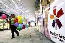 Zatím největší outletové centrum, Fashion Arena v Praze-Štěrboholích, bylo otevřeno 15. listopadu 2007. Další by mělo stát zhruba za dva roky v Hladkých Životicích.