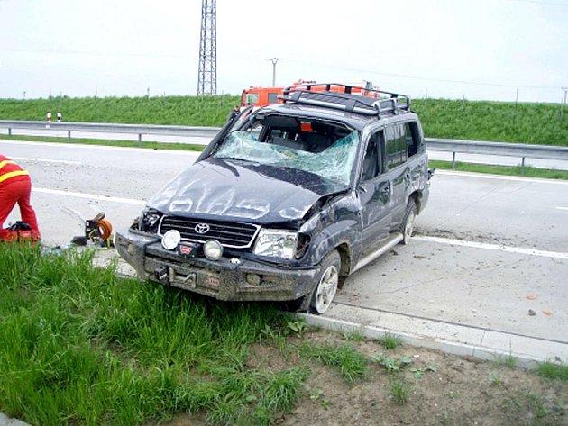 Toyota se nakonec převrátila zpět na kola.