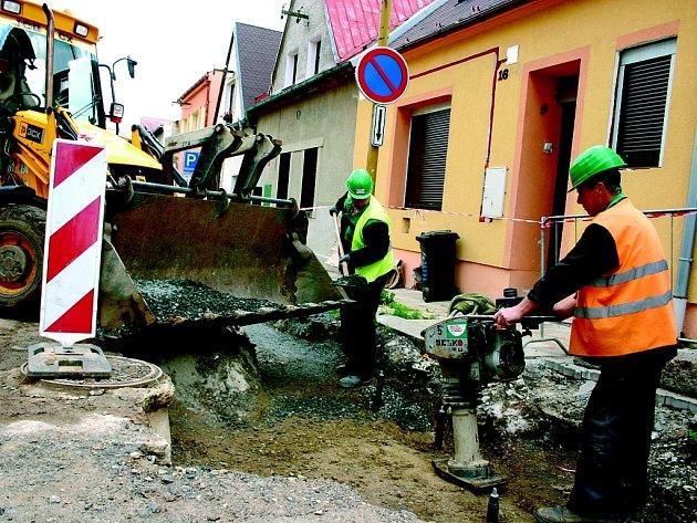 Kopřivnice uvolnila peníze na opravy cest. Ilustrační foto.