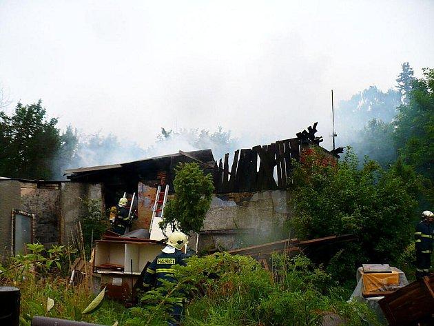Zchátralý objekt v Kopřivnici-Lubině hasili v pátek 22. července odpoleden hasiči. Požár se obešel bez újmy na zdraví lidí.