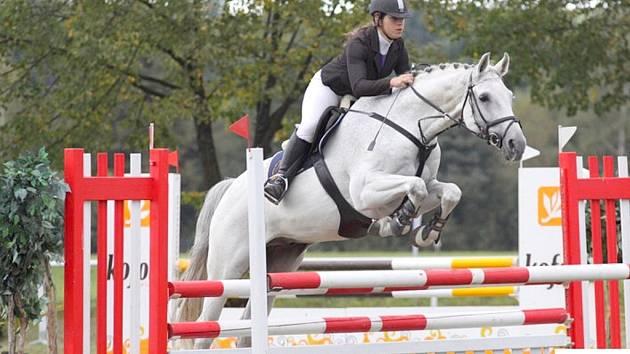 Domácí jezdkyně Nikol Polášková s koněm Papillion L Beskydské reality.