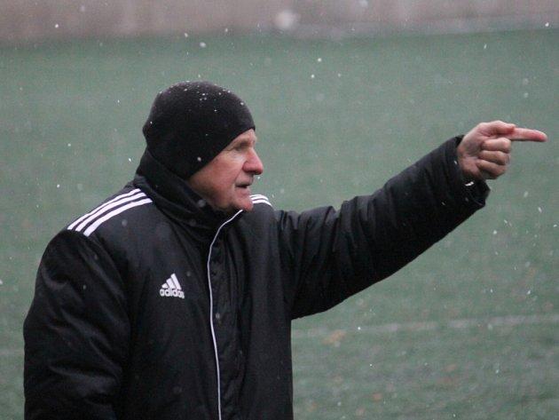 NOVOJIČÍNSKÝ MANAŽER Alois Holub je momentálně blízko dohody s novým trenérem, jenž mužstvo převezme 16. ledna, na startu zimní přípravy.