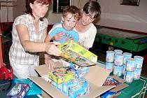 Malý Martin Kozár dotal jednu stavebnici Lego pro sebe, další pro svého bratra.