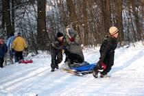 V sobotu 23. ledna se v Hynčicích konaly tradiční sněhové radovánky. Dostatek sněhu a slunečné počasí přilákalo zhruba padesát dětí a rodičů.