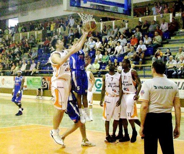 Poslední utkání dlouhodobé základní části Mattnoni NBL odehráli basketbalisté Nového Jičína na domácí palubovce. Ve 44. kole hostili v krajském derby NH Ostrava.