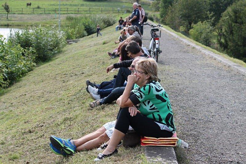 Kacabaja v Hodslavicích ožila v sobotu 30. srpna recesistickými Vodohrátkami. Regulérně první ročník se opravdu vyvedl a na nádrž přivedl na dvě stovky lidí.