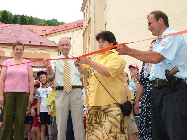 Pásku u něj včera přestřihla starostka Štramberka Věra Michnová.