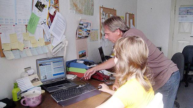 Všední den v kanceláři Novojičínského deníku.