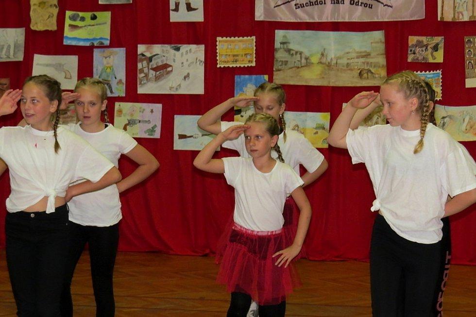 Kulturní dům v Suchdole nad Odrou patřil v sobotu Dětskému westernovému odpoledni s vyhlášením výsledků výtvarné soutěže Western a koně očima dětí.