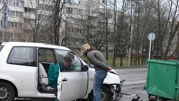Řidič kontroloval rychlost a boural.