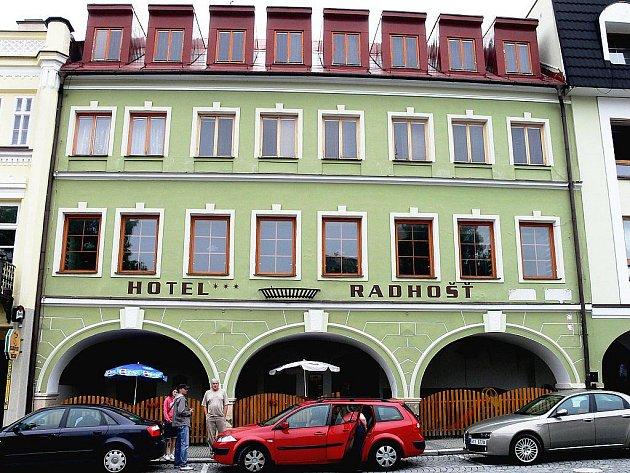 HOTEL RADHOŠŤ ve Frenštátě pod Radhoštěm stojí při vjezdu na náměstí Míru.
