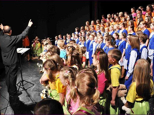 Pěvecký sbor Ondrášek se představí 5. ledna v novojičínském Beskydském divadle.