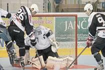 Dvěma domácími utkání pokračovali v premiérové sezoně v extralize in-line hokejisté Nového Jičína, kteří na umělé ploše zimního stadionu hostili Olomouc a Brno. Ze dvou dramatických střetnutí nakonec nováček české extraligové scény vydoloval dva body.