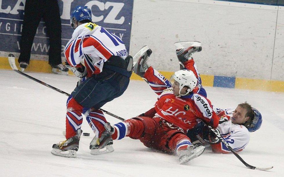 Hokejisté Nového Jičína doma porazili Porubu na samostatné nájezdy.