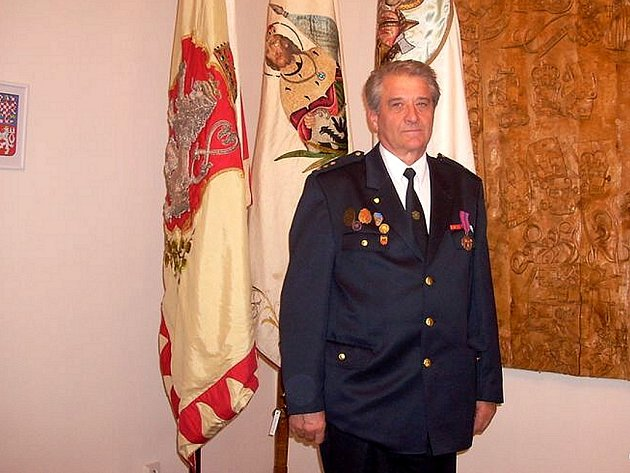 Pavel Binar se může pyšnit titulem Zasloužily hasič.