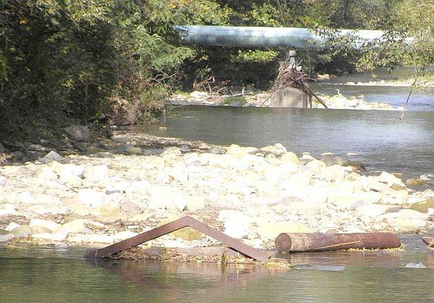 Vandalové tentokrát řádili ve Frenštátě pod Radhoštěm, na odpočinkovém místě u soutoku řek Lubina a Lomná ve frenštátské části Šibenky.