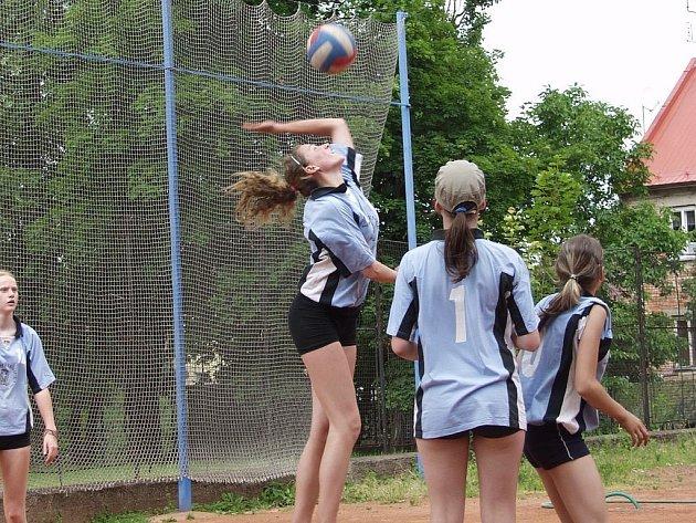 Nový Jičín hostil mezinárodní sportovní klání. Mládež soutěžila v basketbale, fotbale, plavání a volejbale.