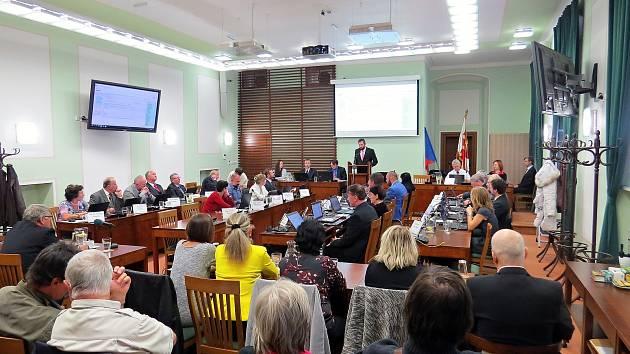 Příští zasedání zastupitelů Příbora se zřejmě uskuteční on line, tedy bez přítomnosti zastupitelů i veřejnosti v jednacím sále.