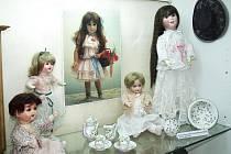 Výstava historických panenek udělá radost  zejména holčičkám.