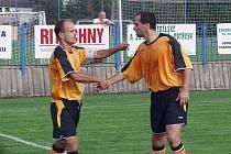 Fotbalista Tomáš Vajda (vlevo) je jedním z mnoha hráčů, který za Fulnek na jaře už nenastoupí.
