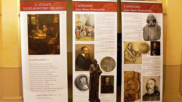 Výstava o J. A. Komenském při příležitosti 350. výročí jeho úmrtí je na 19 posterech.