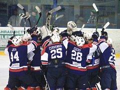 Hokejisté Kopřivnice doma nasázeli Valašskému Meziříčí sedm gólových ran a nadále tak živí naději na 5. místo.