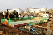 Nové sportoviště na Radotíně. Občané se nejen k němu mohli vyjádřit v nedávné anketě. Její výsledky však zatím nejsou k dispozici.
