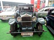 Legendární automobily značky Tatra z kopřivnické automobilky jsou nyní k vidění v ostravském nákupním centru Forum Nová Karolina.