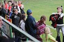 Na podporu fotbalového klubu z Tísku se na bíloveckém hřišti představila řada legend ostravského Baníku.
