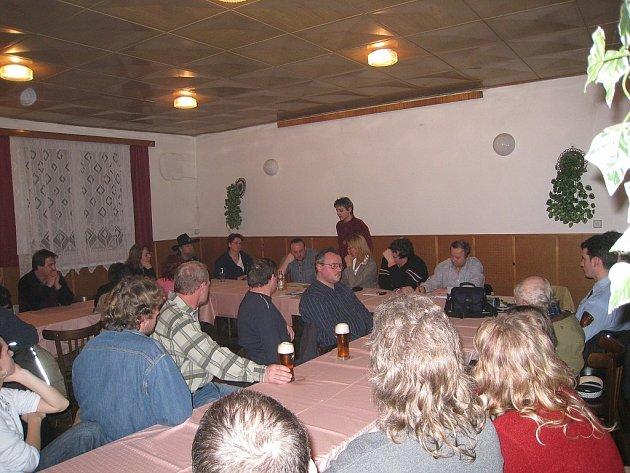 Schůze v Bravinném byla poměrně rušná.
