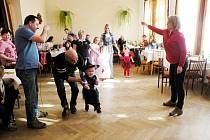OBECNÍ DŮM v Bítově byl například v březnu dějištěm maškarního plesu pro děti.