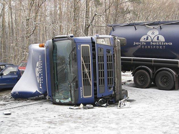 Řidič havarované cisterny měl v sobě přes půl promile alkoholu.