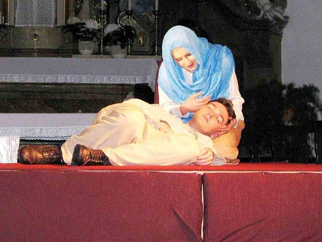 Na loňské přehlídce sklidilo velký úspěch vystoupení domácího souboru s dramatizací díla Popelka Nazaretská.