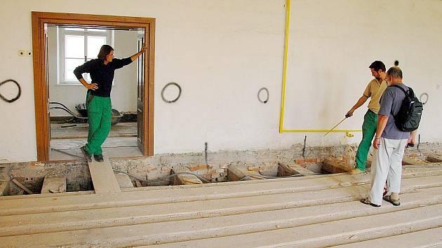 Opravy kláštera se nejspíše ještě protáhnou kvůli řádění dřevokazného hmyzu.