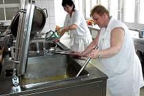 V novojičínské nemocnici jen loni připravili přes čtvrt milonu porcí. Ilustrační foto.