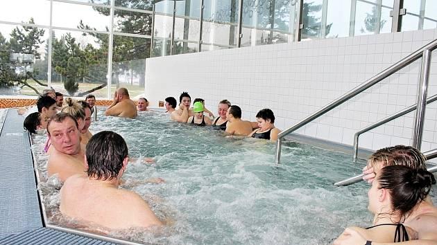 Při rozsáhlé rekonstrukci před třemi lety přibyla na novojíčnském bazéně velká vířivka.