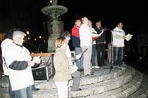Také obyvatelé Štramberku si přišli na náměstí připomenout pád komunismu před dvaceti lety