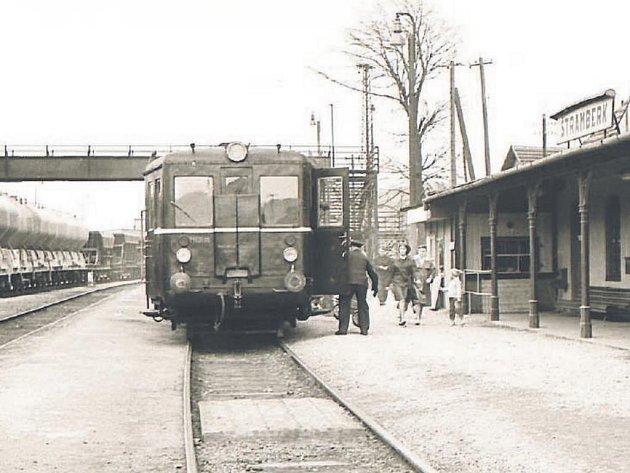 Motorový vůz M 131.0115 ve stanici Štramberk před jízdou do Veřovic, 1967.