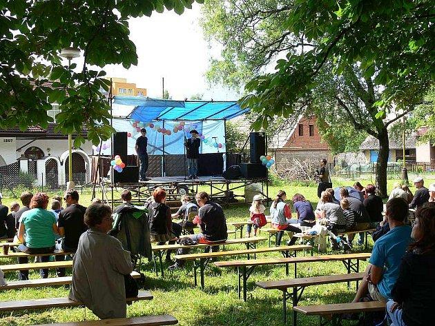 Kopřivničtí skauti také v letošním roce uspořádali charitativně zábavnou akci Dudlík. Přestože počasí jim moc nakloněno nebylo, návštěvníci jejich snahu ocenili.