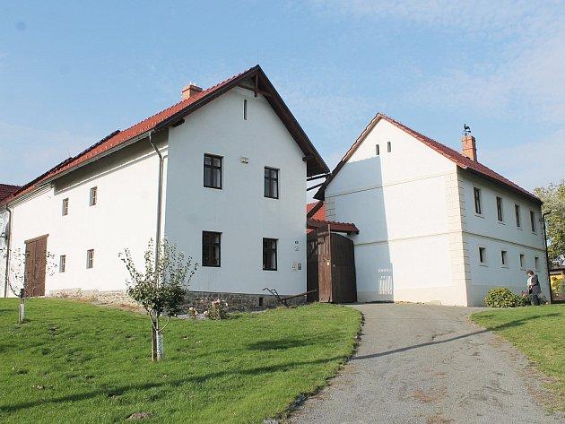 Objekt v Hynčicích byl dlouhá léta ve velmi špatném stavu. Kompletně se rodný dům J.G. Mendla podařilo opravit až díky evropským fondům.
