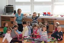V Novém Jičíně byla v pondělí oficiálně otevřena nová mateřská škola, a to v dosud nevyužitých prostorách Základní školy Dlouhá 56. Ve čtyřech odděleních se bude předškolně vzdělávat stovka dětí.