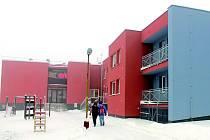 Kopřivnické nízkoprahové denní centrum Racek najdou lidé i klienti v současné době v prostorách zrekonstruovaného azylového domu. Racek obývá přístavek spojující dva domy.