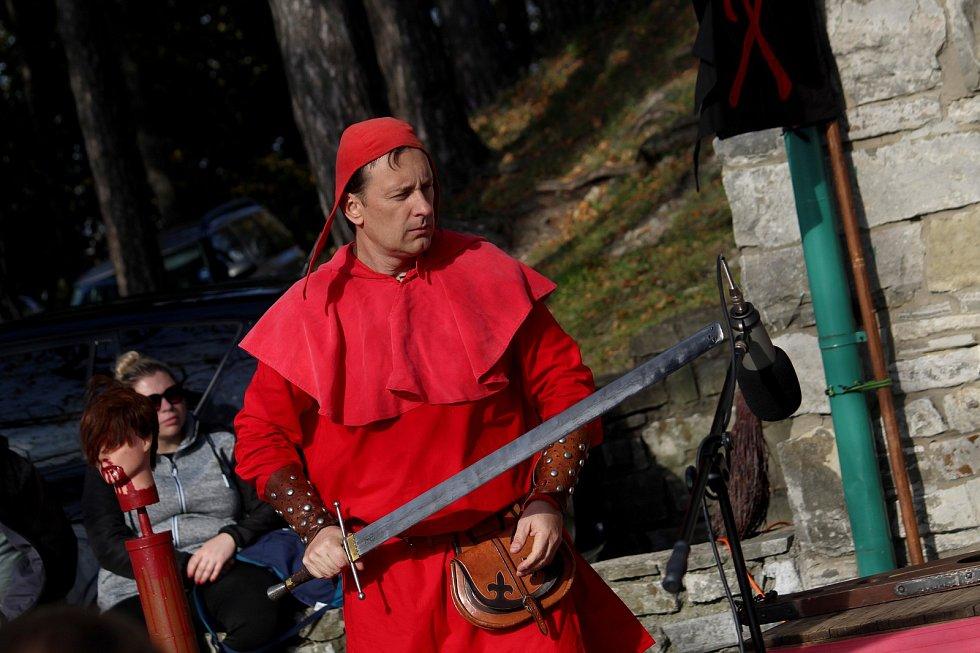 Třetí říjnová sobota byla pod Trúbou ve znamení ukončení hradní sezony.