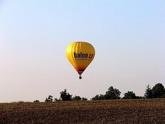 Létající balón nad okolím Starého Jičína.