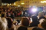 V Bílovci se sešlo ke společnému zpívání koled s Rozmarýnkou a školáky více než dvě stovky lidí.
